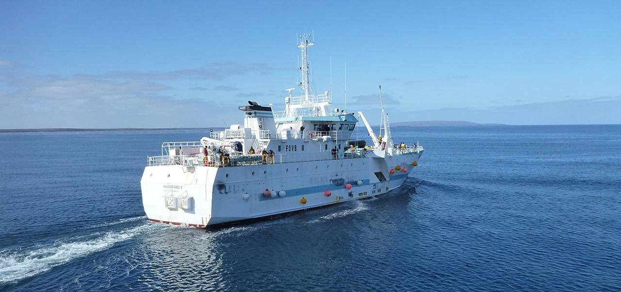 Navires bateaux de pêche Sapmer