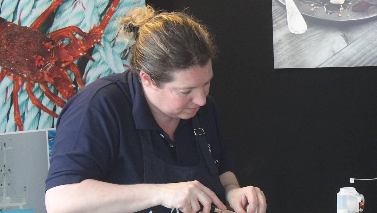 Préparation des produits SAPMER à la transat AG2R à Concarneau par Cécile Hannot